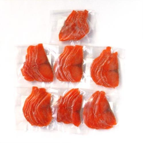 華やかな紅色 紅鮭スモークサーモン <無選別品>