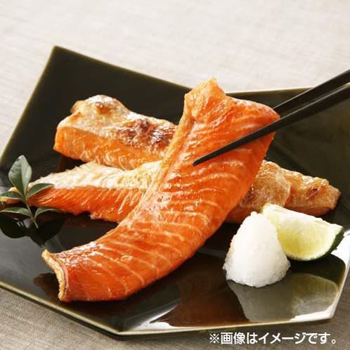 ふっくら焼き上げた 紅鮭ハラス塩焼き