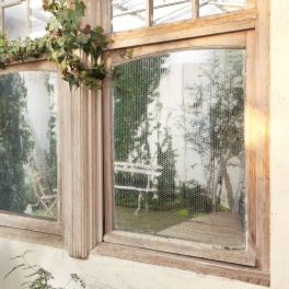 <90×180cm>日射熱や紫外線をカット! 簡単に貼れる 吸着窓シート2枚セット