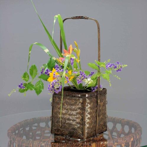 チクコウサイ 竹巧彩網代編角手付花入れ(その他 ホーム雑貨 コレクターズ・お花)の画像